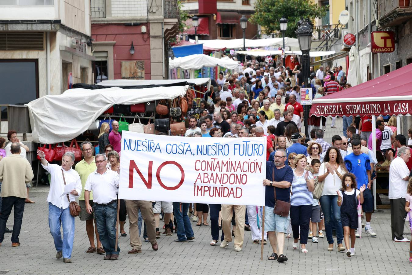Los vecinos de Carreño protestan por el abandono del concejo