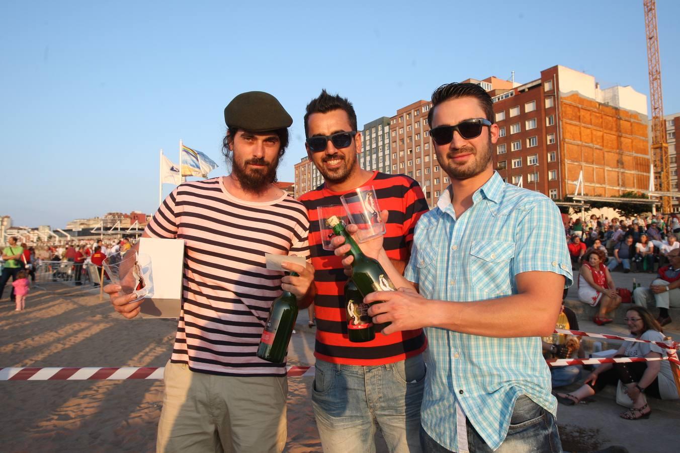 Todas las fotos del récord de escanciado de sidra en Gijón - Galería 23
