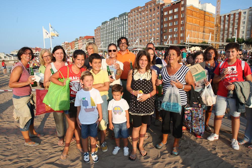Todas las fotos del récord de escanciado de sidra en Gijón - Galería 15