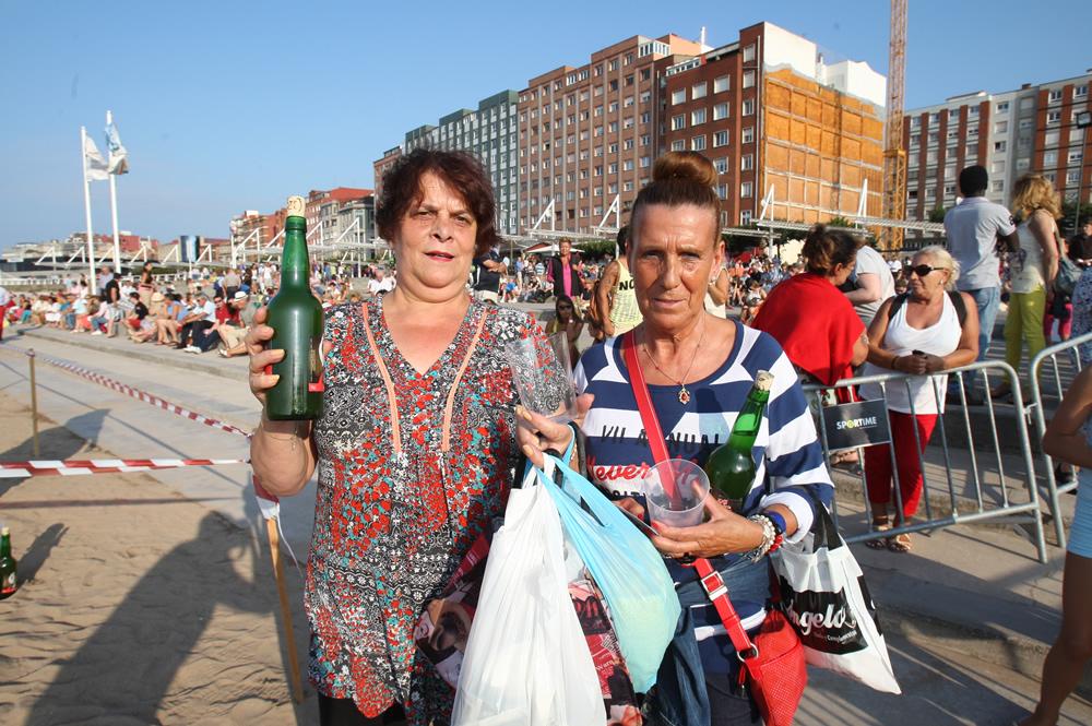 Todas las fotos del récord de escanciado de sidra en Gijón - Galería 18