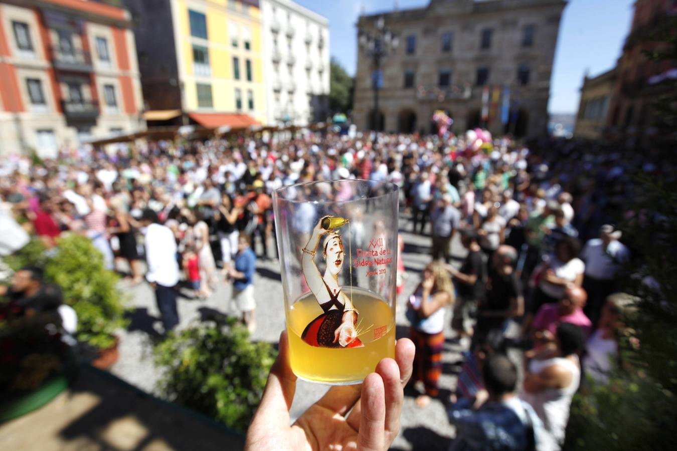 Sidra al sol para cerrar el festival gijonés
