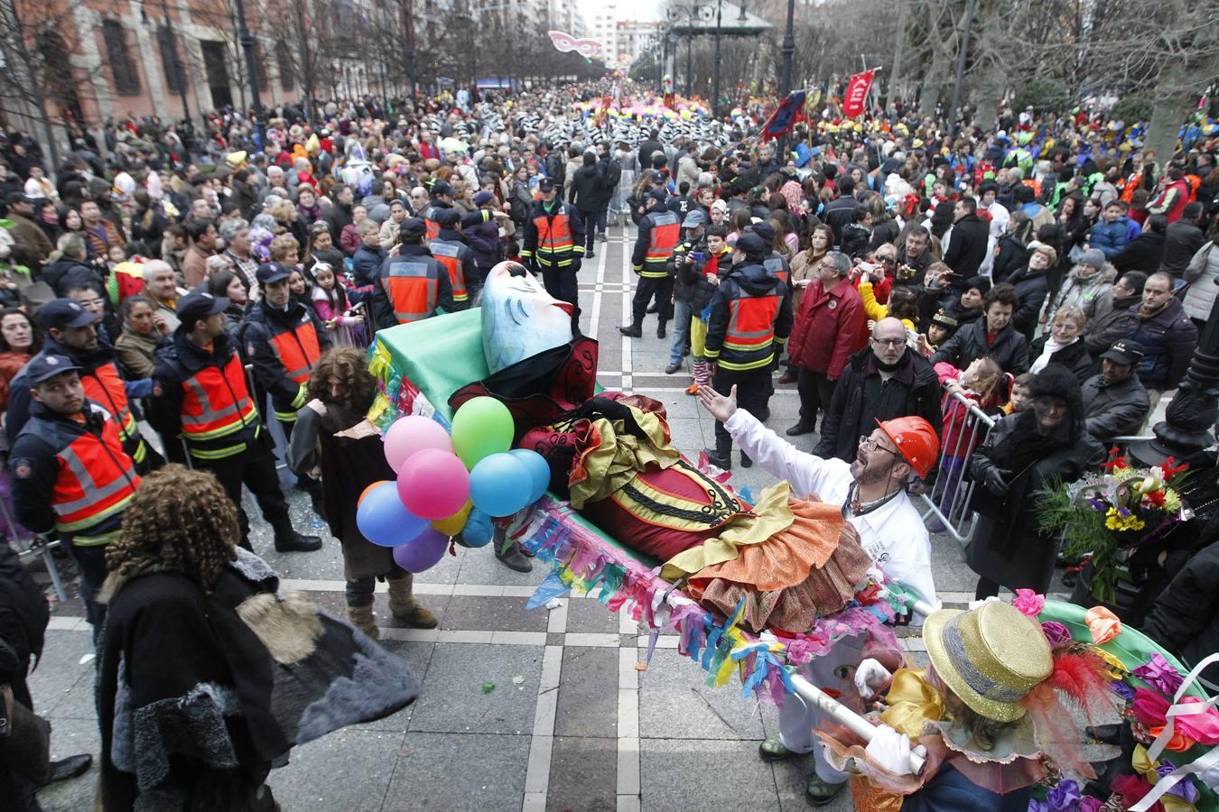 El desfile del entierro de la sardina del Antroxu, en imágenes