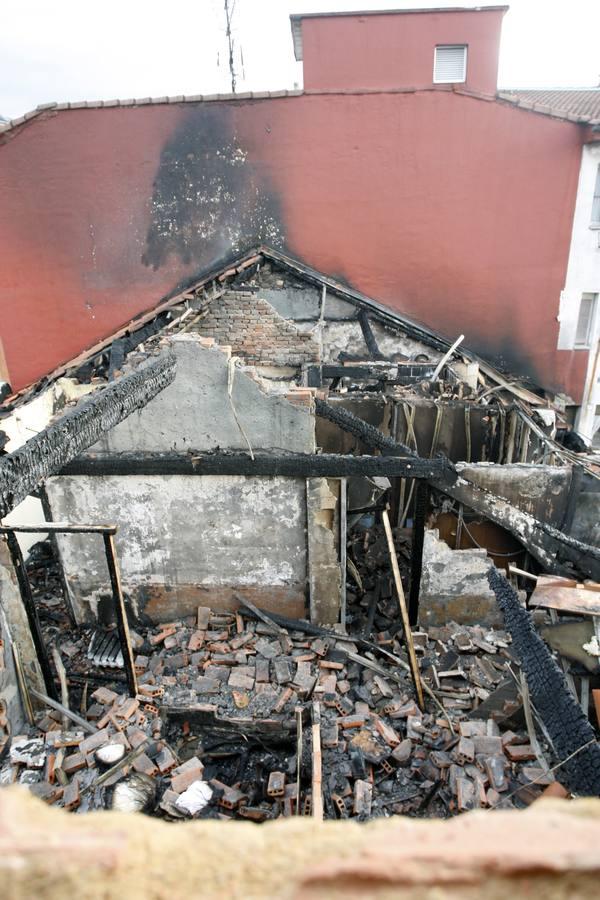 Las imágenes de los incendios en Pola de Lena y Mieres