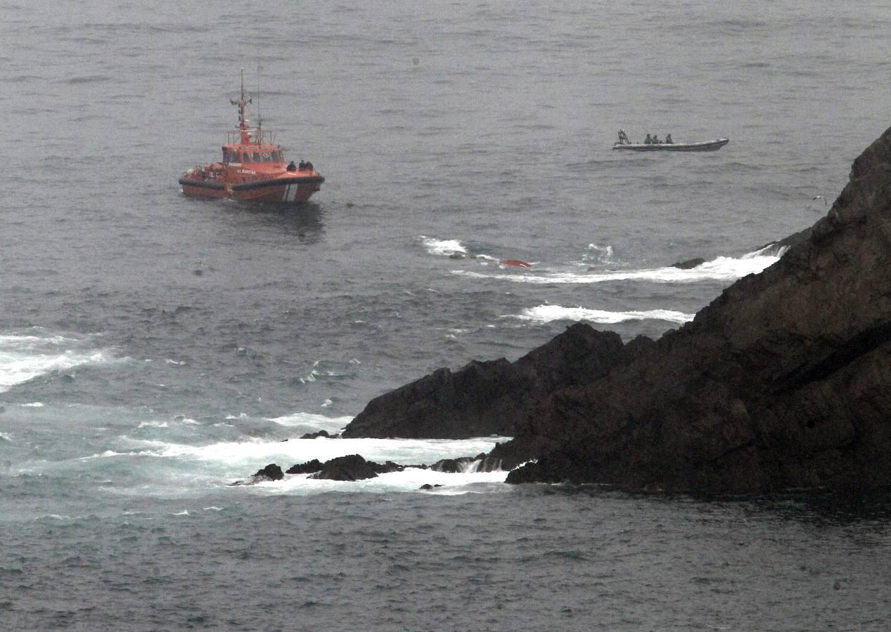 Segundo día del dispositivo de búsqueda de los desaparecidos tras el hundimient del pesquero 'Santa Ana'