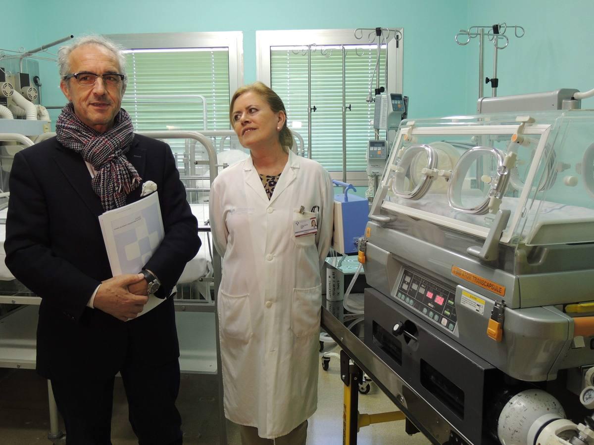 El Hospital de Cangas recibe la visita del gerente del SESPA