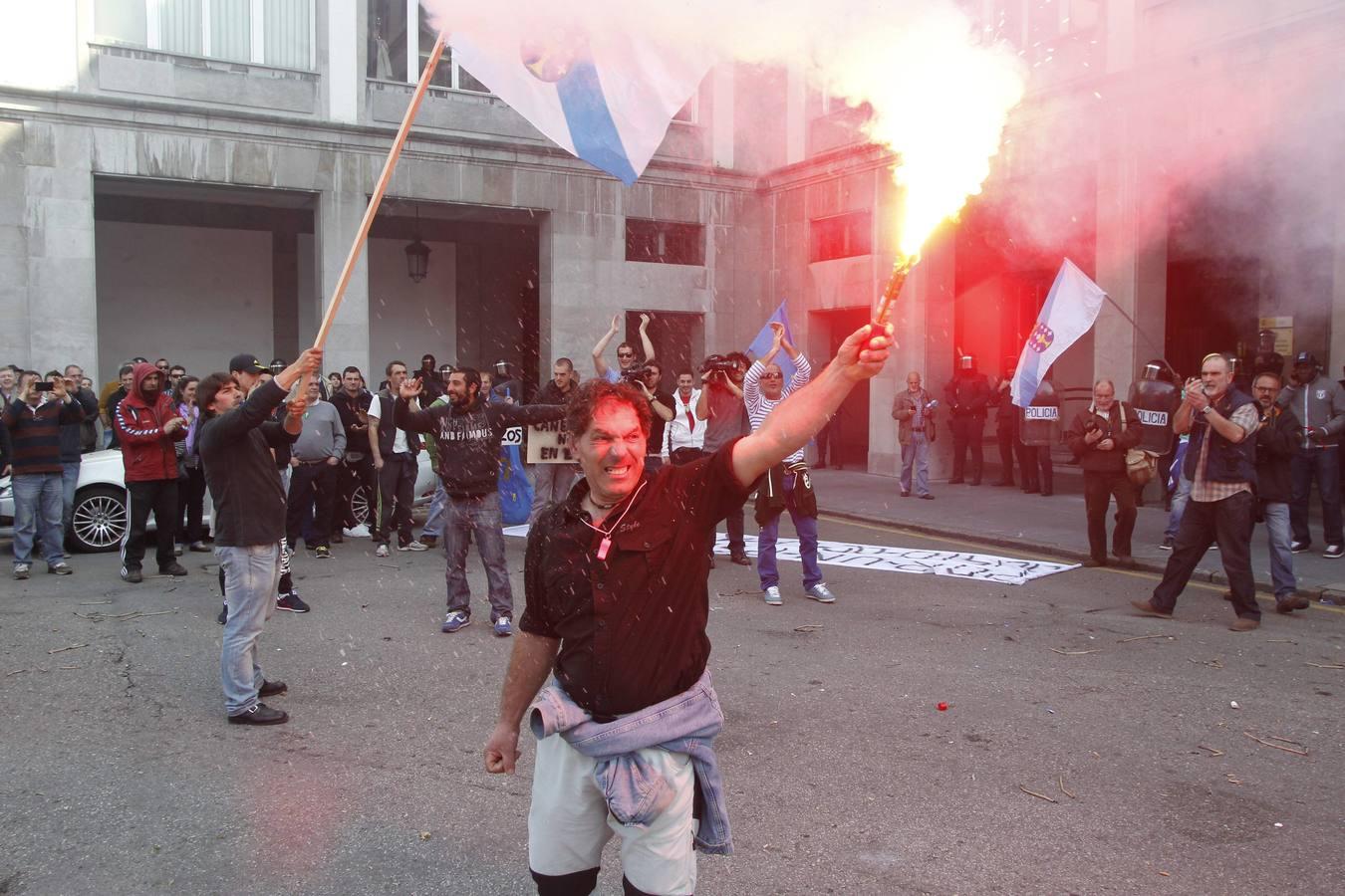 Multitudinaria protesta de los pescadores de la xarda en Oviedo