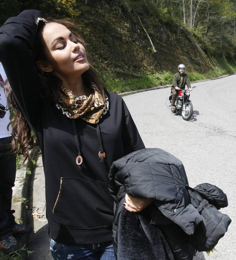 La gijonesa Lara Álvarez rueda un anuncio en la bajada a la playa de España
