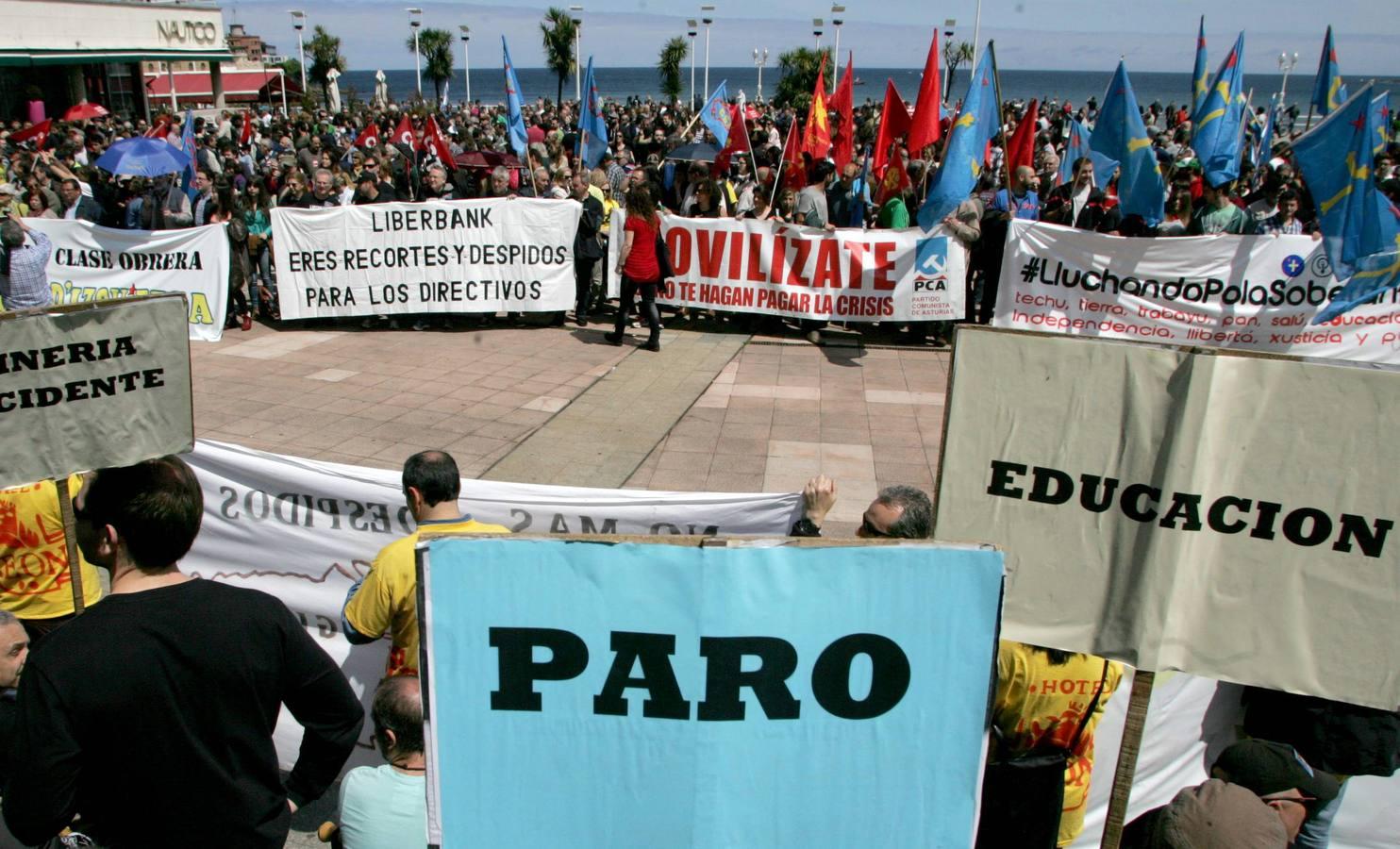 Los sindicatos minoritarios se manifiestan en Gijón por el Primero de Mayo